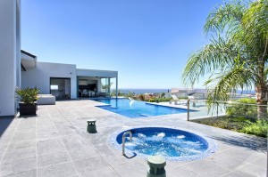 10_terraces_pool_and_jacuzzi.jpg
