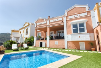 Benahavís, Benahavís, 4 Bedrooms Bedrooms, ,3.5 BathroomsBathrooms,Townhouse,For Sale,1028